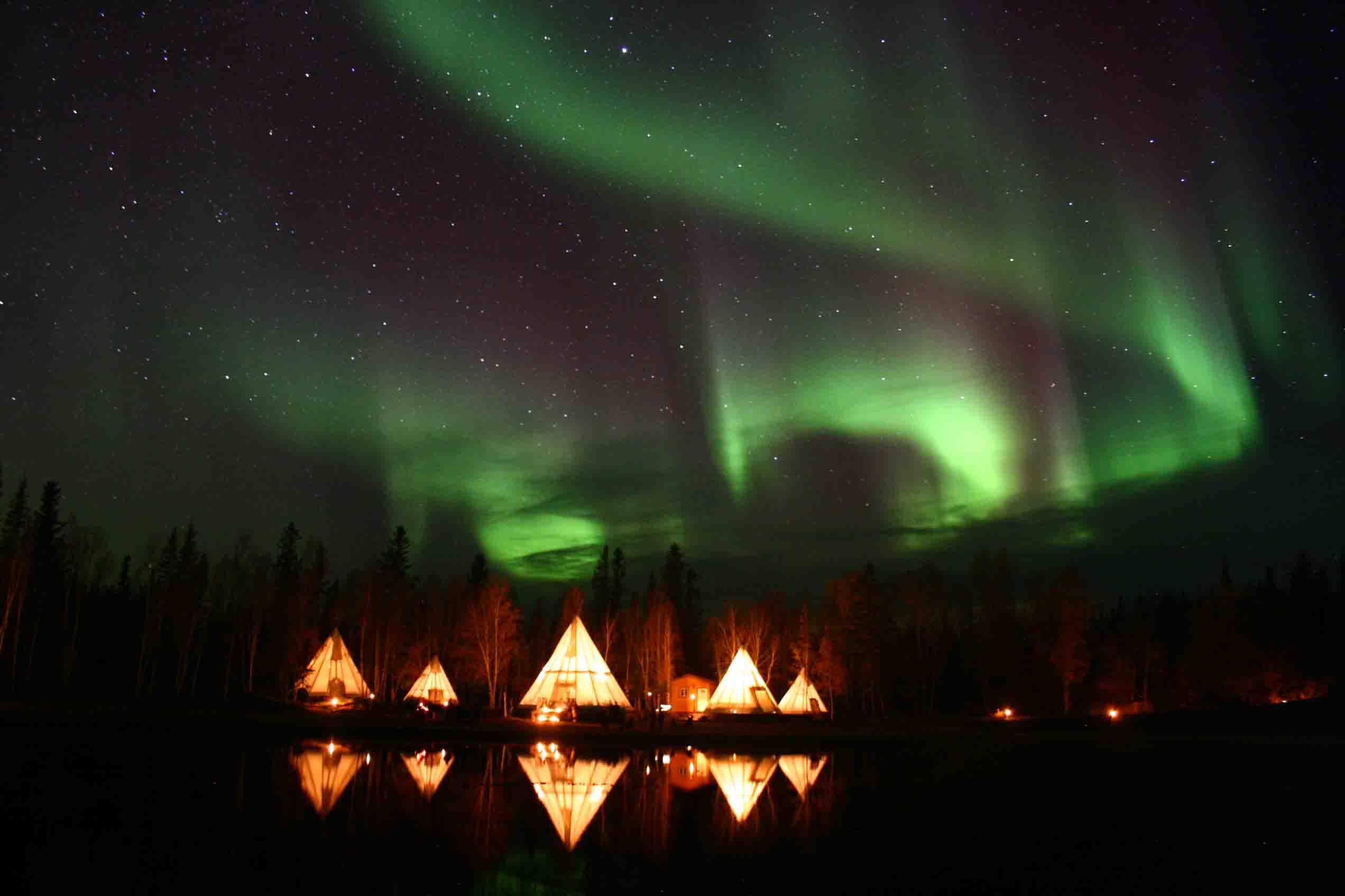 カナダの大自然 オーロラ 紅葉 個人旅行
